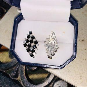 Jewelry - 🐰Checkered, black/white sparkling cz earrrings.